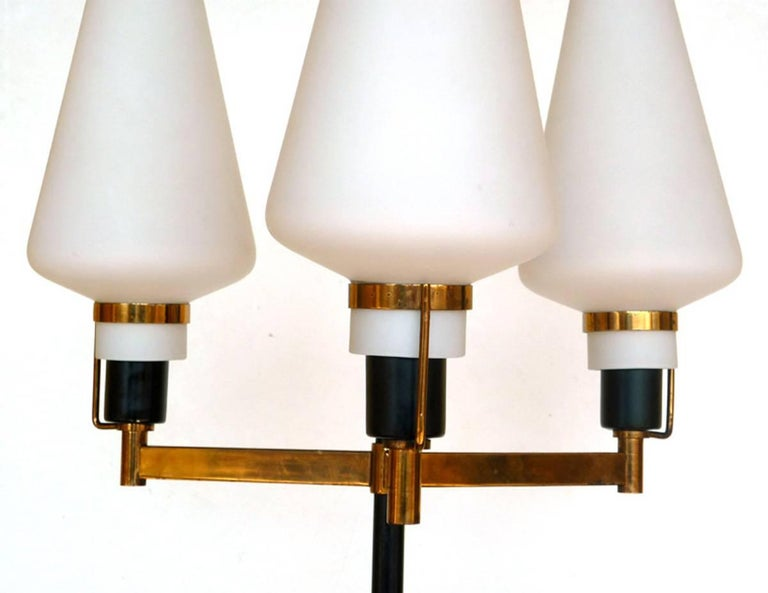 Stilnovo Floor Lamp Italian Design, Midcentury Italy 1950s, Glass and Brass In Excellent Condition For Sale In Brescia, IT