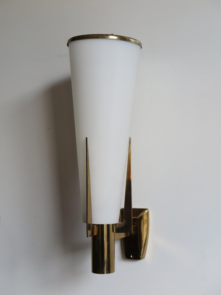 """Italian big wall lamp sconce model """"2021/1"""" produced by Stilnovo, brass structure and satin glass diffuser, Stilnovo Italy engraved on the structure and original manufacturer label, 1960s.  Bibliography: Stilnovo production catalog n. 10, p."""