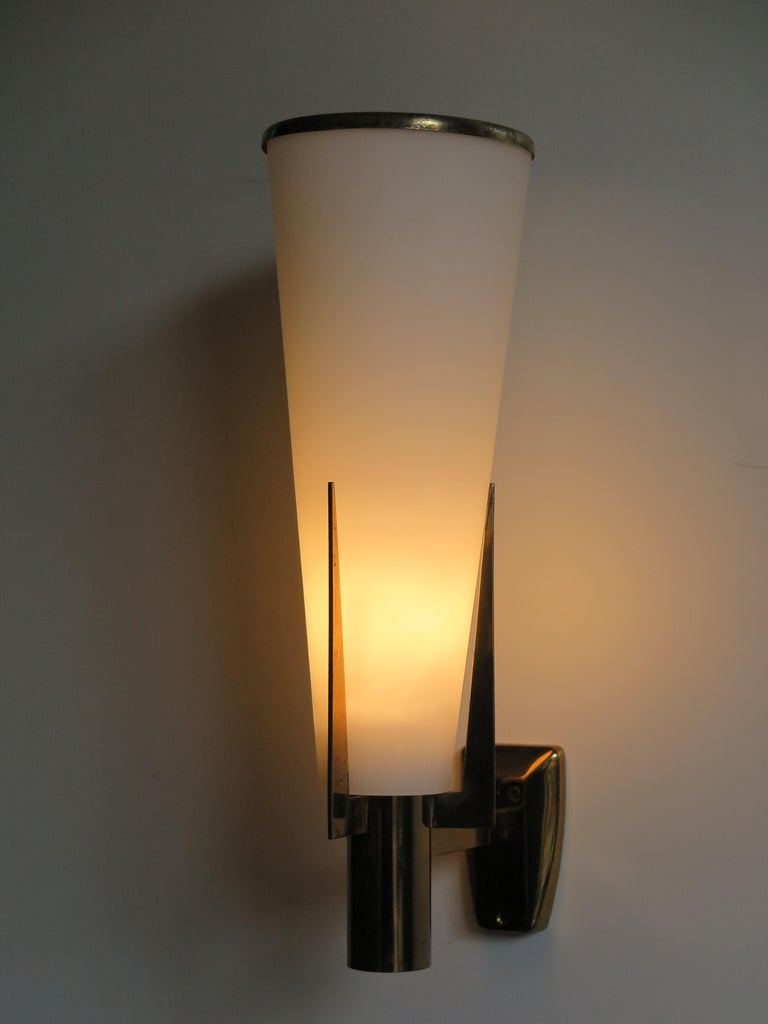 Stilnovo Italian Brass Glass Sconce Wall Lamp, 1950s In Good Condition For Sale In Modena, IT