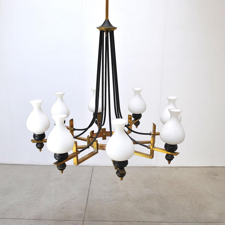 Stilnovo in the Manner Italian Century Chandelier in Brass and Opaline In Good Condition For Sale In bari, IT