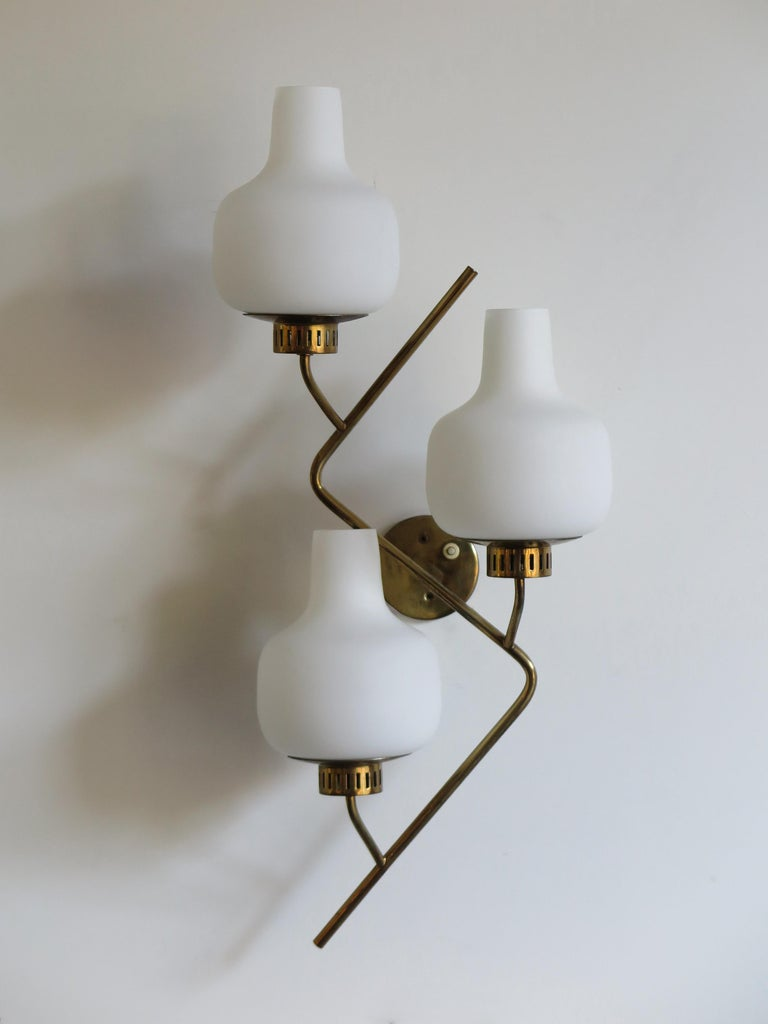 Italian Mid-Century Modern design big sconces wall lamp produced by Stilnovo with three glass diffusers and brass structure, 1950s
