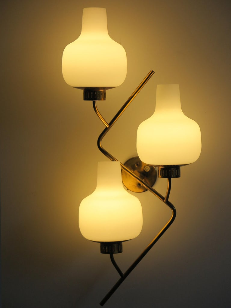 Stilnovo Italian Midcentury Big Brass Glass Sconces Wall Lamp, 1950s In Good Condition For Sale In Modena, IT