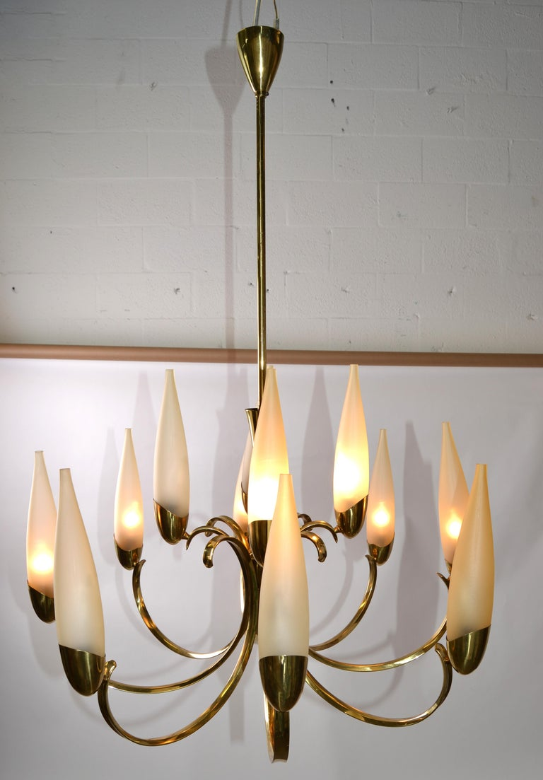 Stilnovo Mid-Century Modern 12-Light Brass Chandelier & Blown Glass Shades Italy For Sale 6