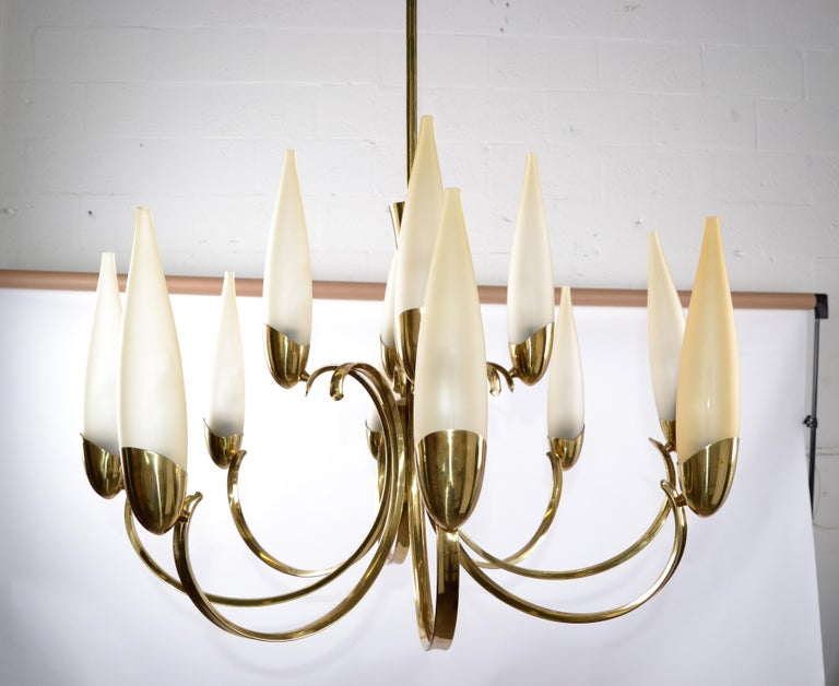 Stilnovo Mid-Century Modern 12-Light Brass Chandelier & Blown Glass Shades Italy For Sale 8