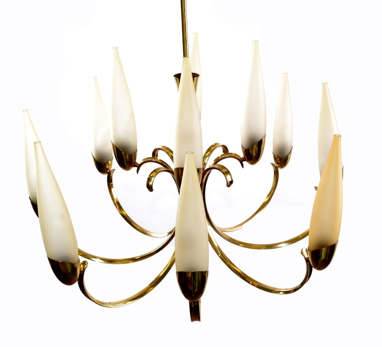 Stilnovo superb Mid-Century Modern 12-light brass chandelier and blown glass shades made in Italy.
