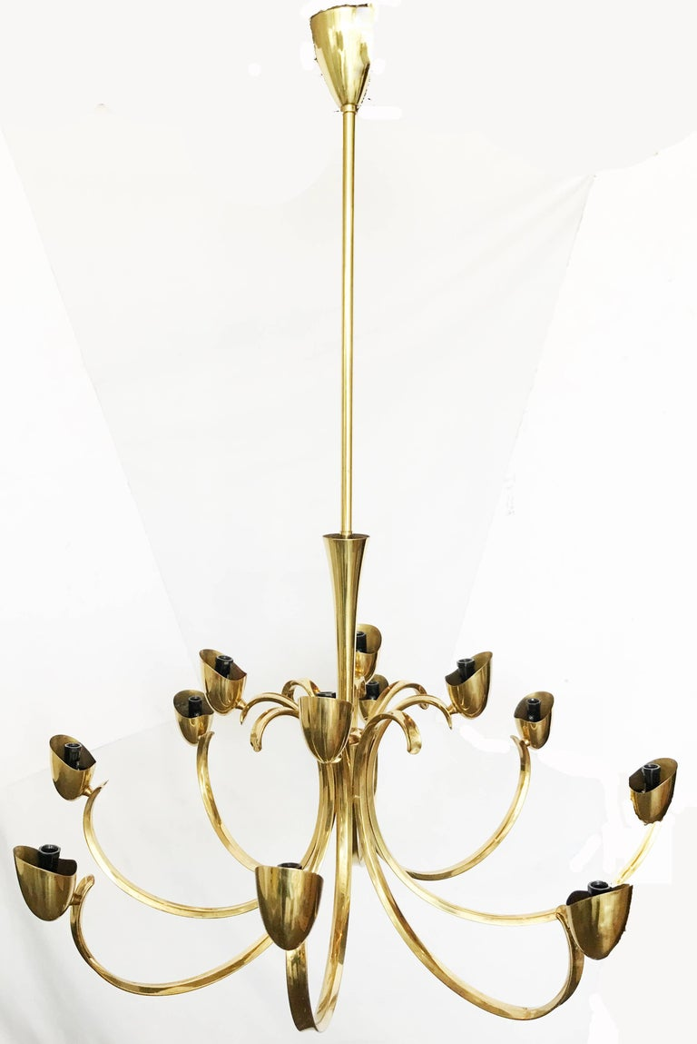 Stilnovo Mid-Century Modern 12-Light Brass Chandelier & Blown Glass Shades Italy In Good Condition For Sale In Miami, FL