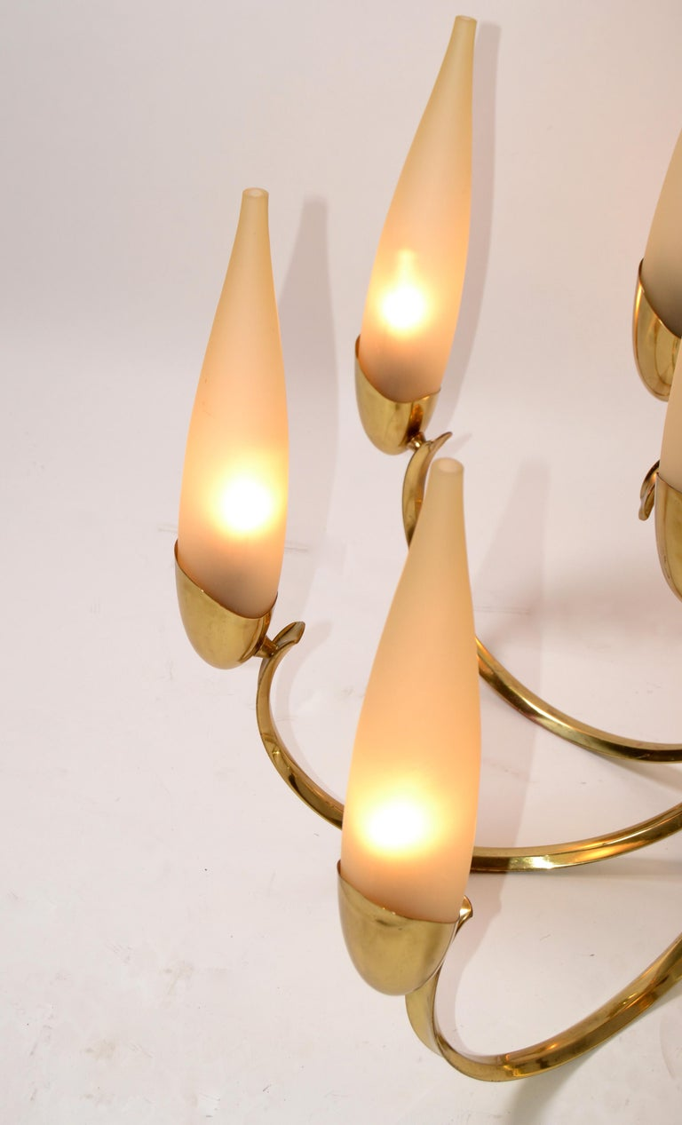 Stilnovo Mid-Century Modern 12-Light Brass Chandelier & Blown Glass Shades Italy For Sale 1