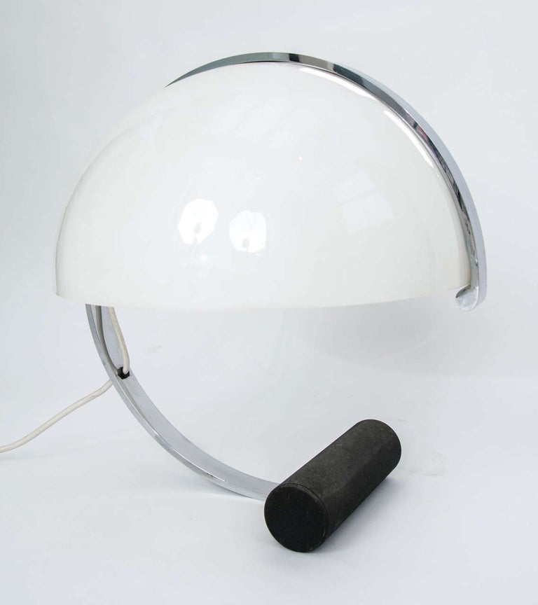 Italian Stilnovo Mid-Century Modern Table Lamp White Acrylic, Black Base, Italy 1970s For Sale