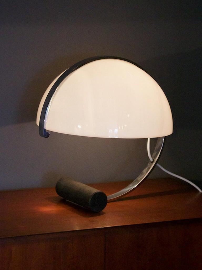 Stilnovo Mid-Century Modern Table Lamp White Acrylic, Black Base, Italy 1970s For Sale 1