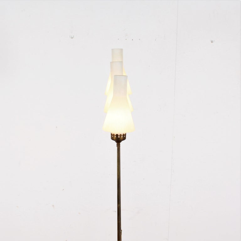 Stilnovo Midcentury White Opaline Glass and Brass Floor Lamp, 1960s, Italy For Sale 8