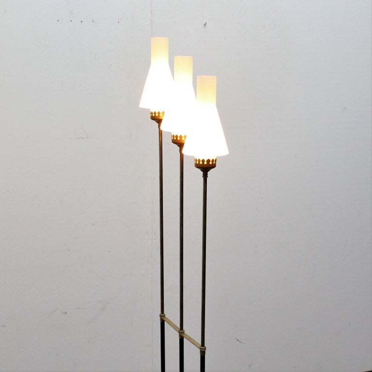 Stilnovo Midcentury White Opaline Glass and Brass Floor Lamp, 1960s, Italy For Sale 11