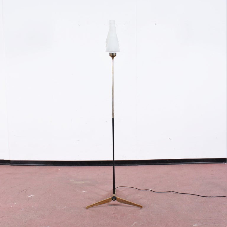 Mid-Century Modern Stilnovo Midcentury White Opaline Glass and Brass Floor Lamp, 1960s, Italy For Sale