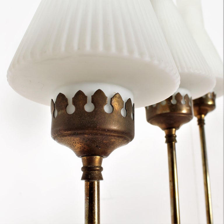 Stilnovo Midcentury White Opaline Glass and Brass Floor Lamp, 1960s, Italy For Sale 1