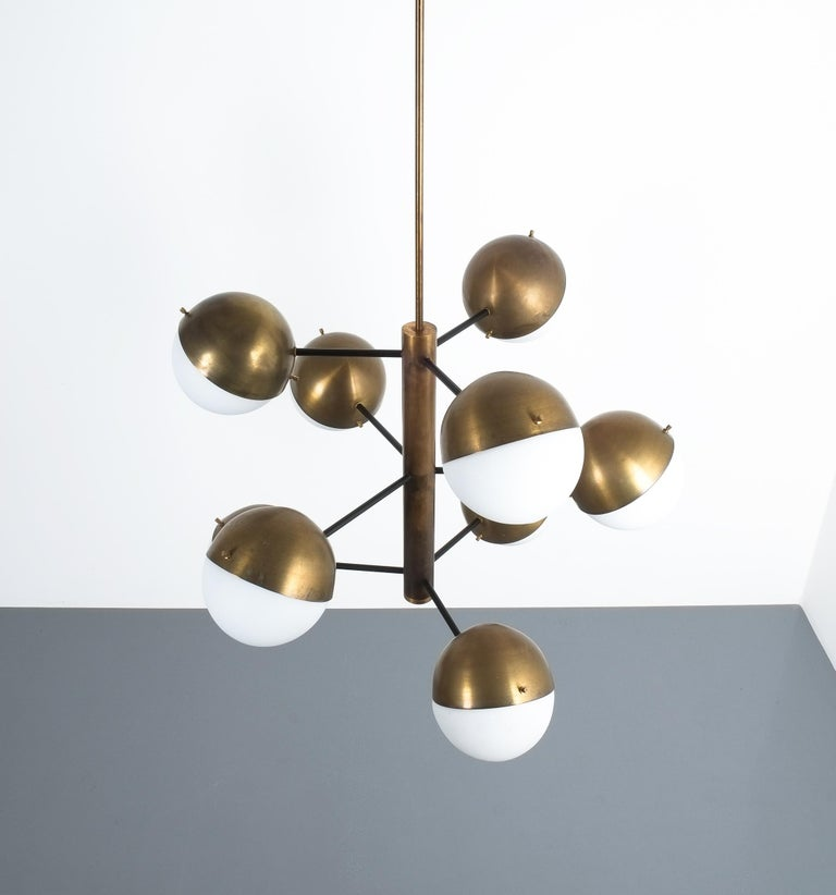 Stilnovo Midcentury Brass Opaline Glass Chandelier, Italy, circa 1950 In Good Condition For Sale In Vienna, AT