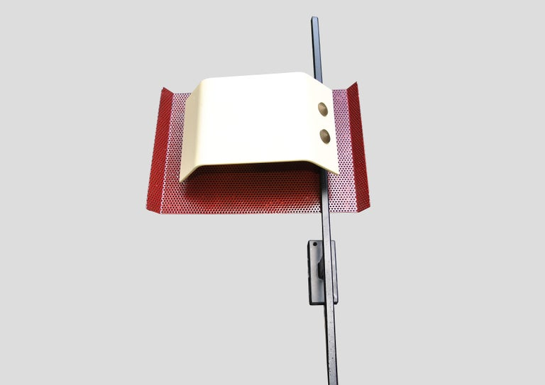 Original Italian sconce designed by Stilnovo with a black metal arm and brass in the 1960s.