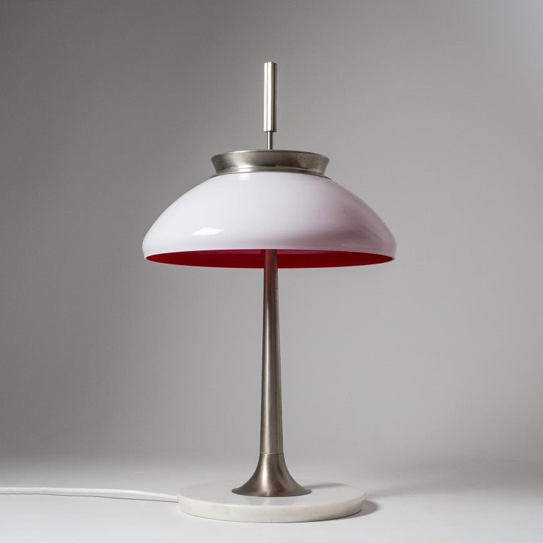 Rare model 8091 table lamp by Stilnovo from the 1950s. Marble base, nickeled brass hardware and a unique blown glass shade (triplex opal) with a deep red inner casing. Very nice original condition with a nice patina on the nickeled parts. Three