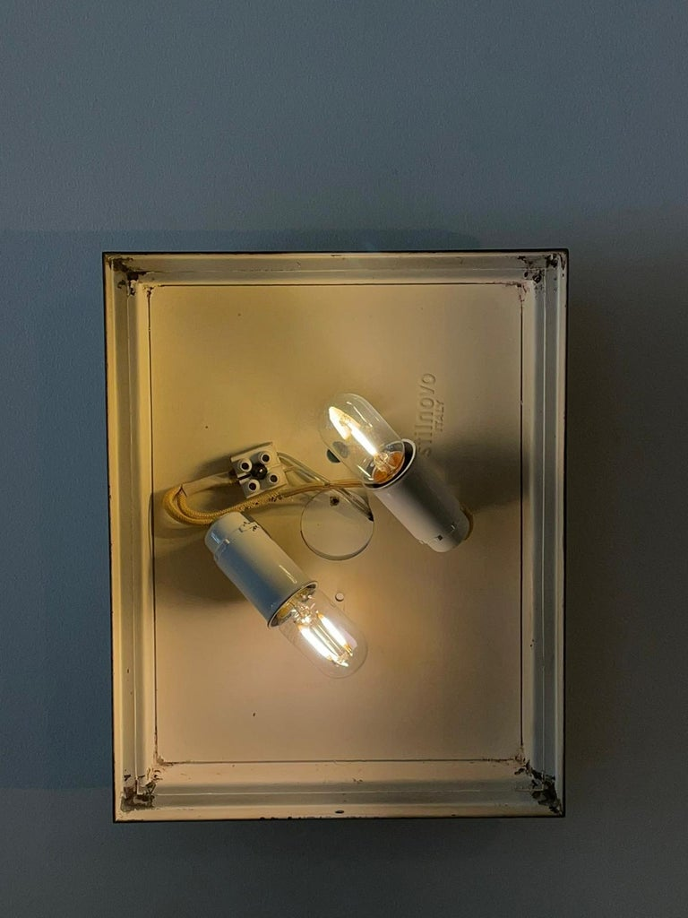 Stilnovo Pair of Rectangular Wall Lamp Lacquered Metal Glass, Italy, 1950s In Good Condition For Sale In Catania, IT