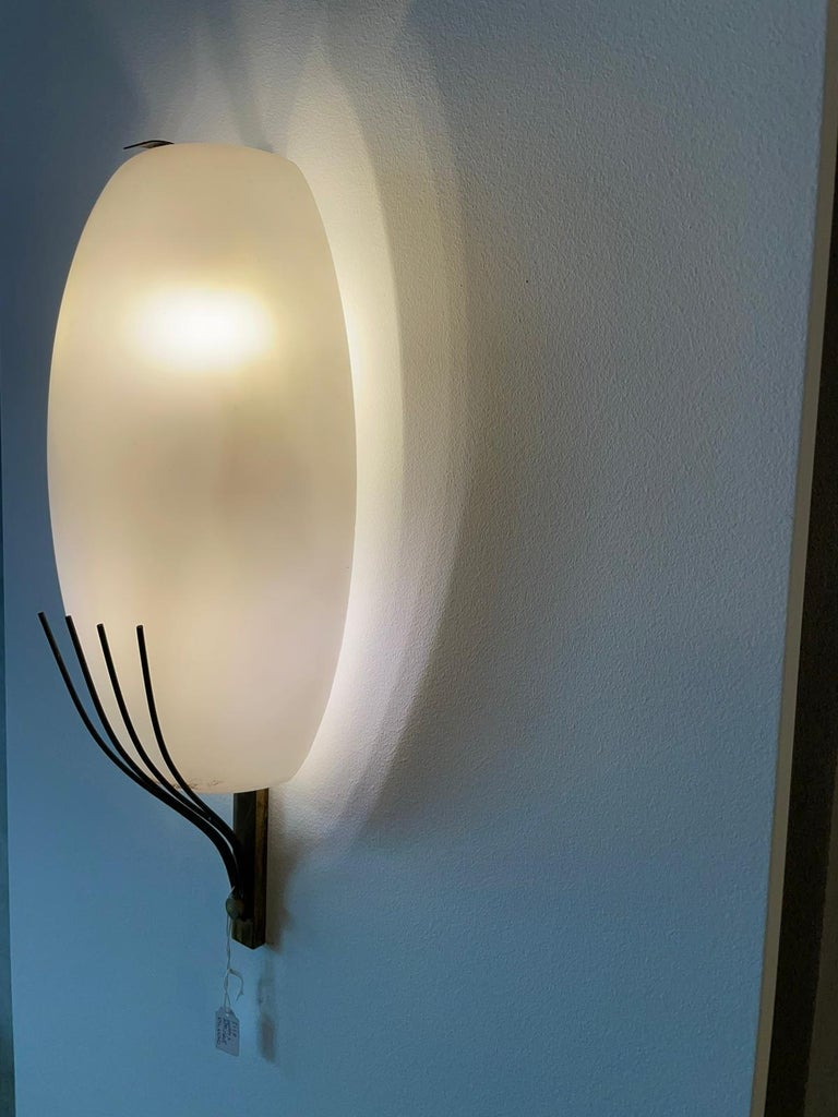 Stilnovo Style Pair Wall Lamp White Opalin Glass and Brass Italy Patina 1950 In Good Condition For Sale In Catania, IT