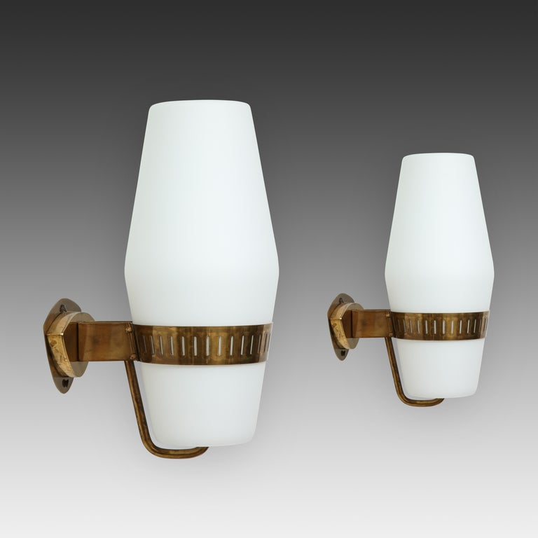 Italian Stilnovo Pairs of Sconces Model 2078 For Sale