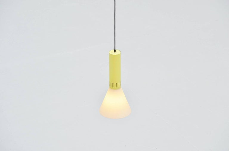 Stilnovo Pendant Lamp Model 1135, Italy 1960 In Excellent Condition For Sale In Roosendaal, Noord Brabant
