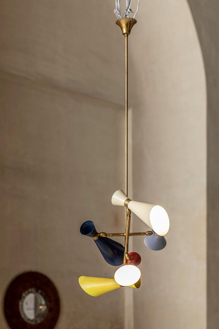 Smart Italian midcentury Stilnovo chandelier with 5 multicolored shades. Original brass patina and original finish, adjustable shades.