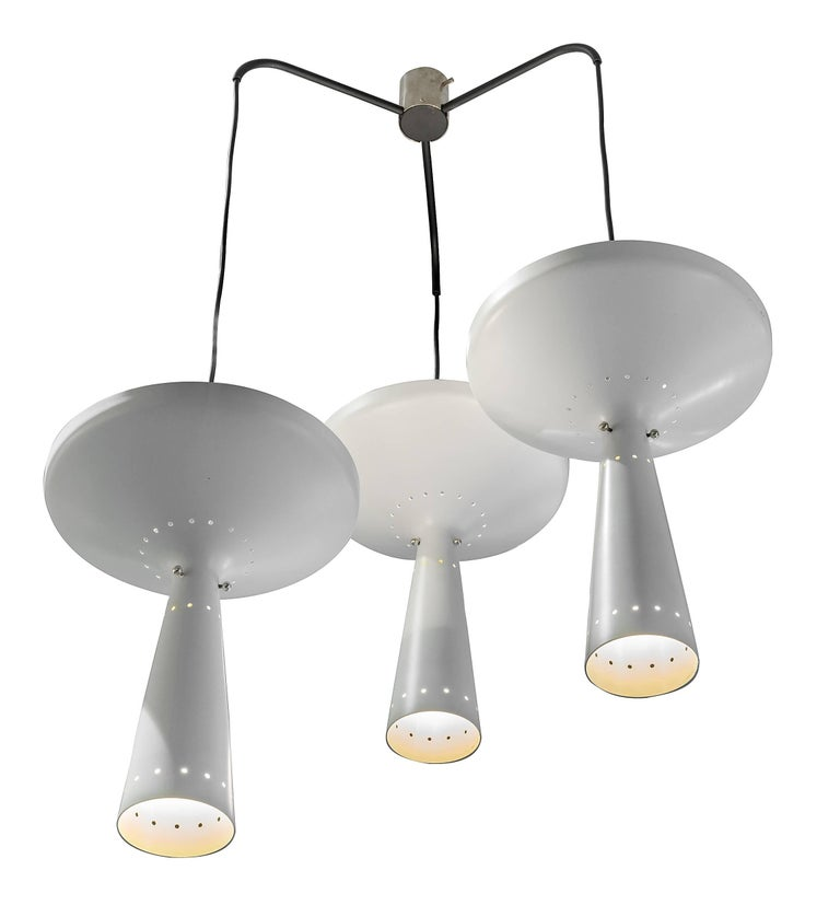 A rare model with great scale, the individual pendants are adjustable.