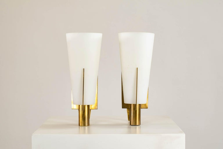 Pair of wall lamps with brass structure and opaline glass diffuser. Original decalcomania. Production Stilnovo, Italy, 1950 approx.