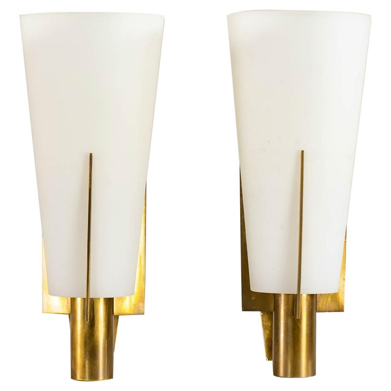 Stilnovo Set of Two Wall Lamps in Brass and Opaline Glass, 1950 For Sale