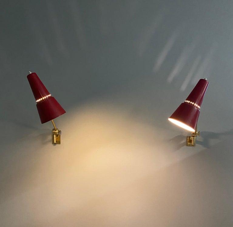 Stilnovo signed brass adjustable wall lamp, 1950s. The minimum depth 35 cm maximum 55 cm.
