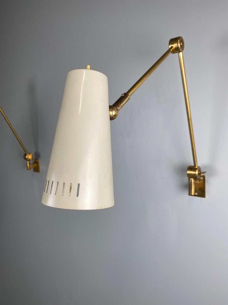 Stilnovo Signed Brass Adjustable Wall Lamp, 1950s In Good Condition For Sale In Rovereta, SM