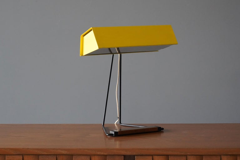 Mid-Century Modern Stilnovo, Table Lamp, Glass, Yellow Lacquered Metal, Brass, Italy, 1950s For Sale
