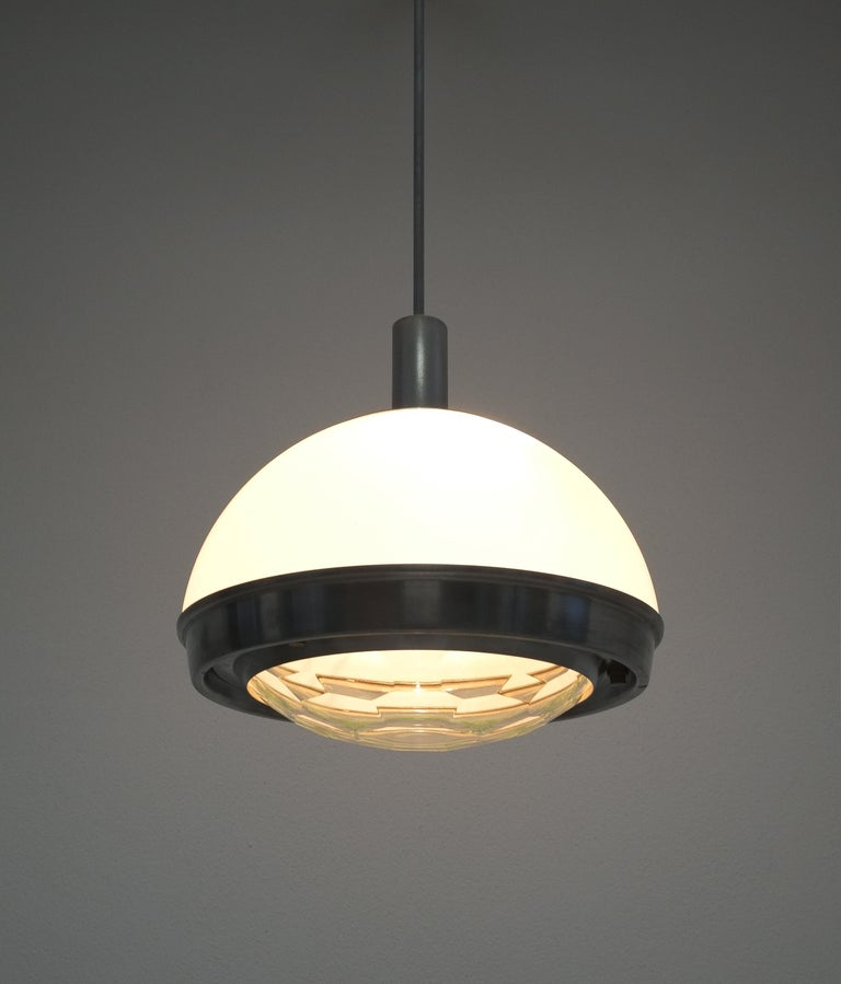 Stilnovo translucent optical honeycomb glass pendant lamp glass, circa 1965  Rare Italian pendant light with a honeycomb cut clear glass shade, known by many iconic designs from Max Ingrand for Fontana Arte. The white opal up-light shade is also