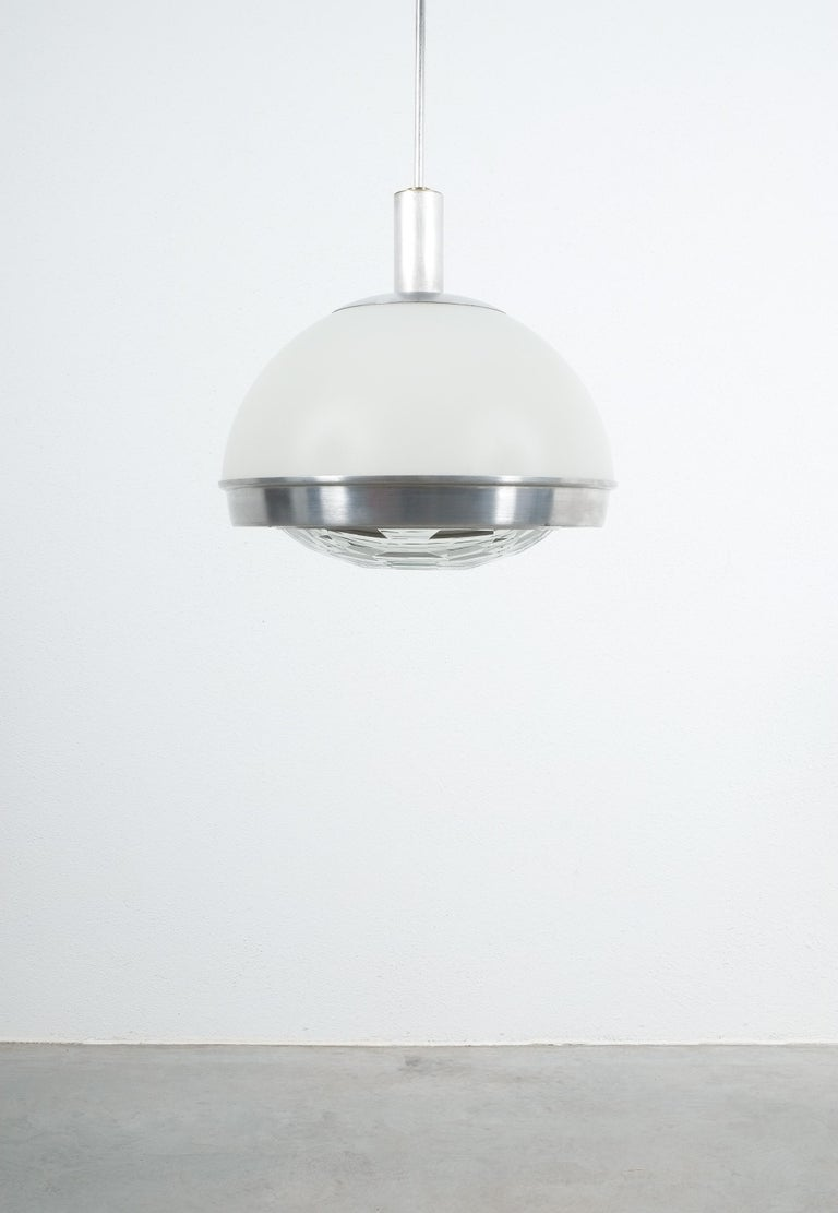 Stilnovo Translucent Optical Honeycomb Glass Pendant Lamp Glass, circa 1965 In Good Condition For Sale In Vienna, AT