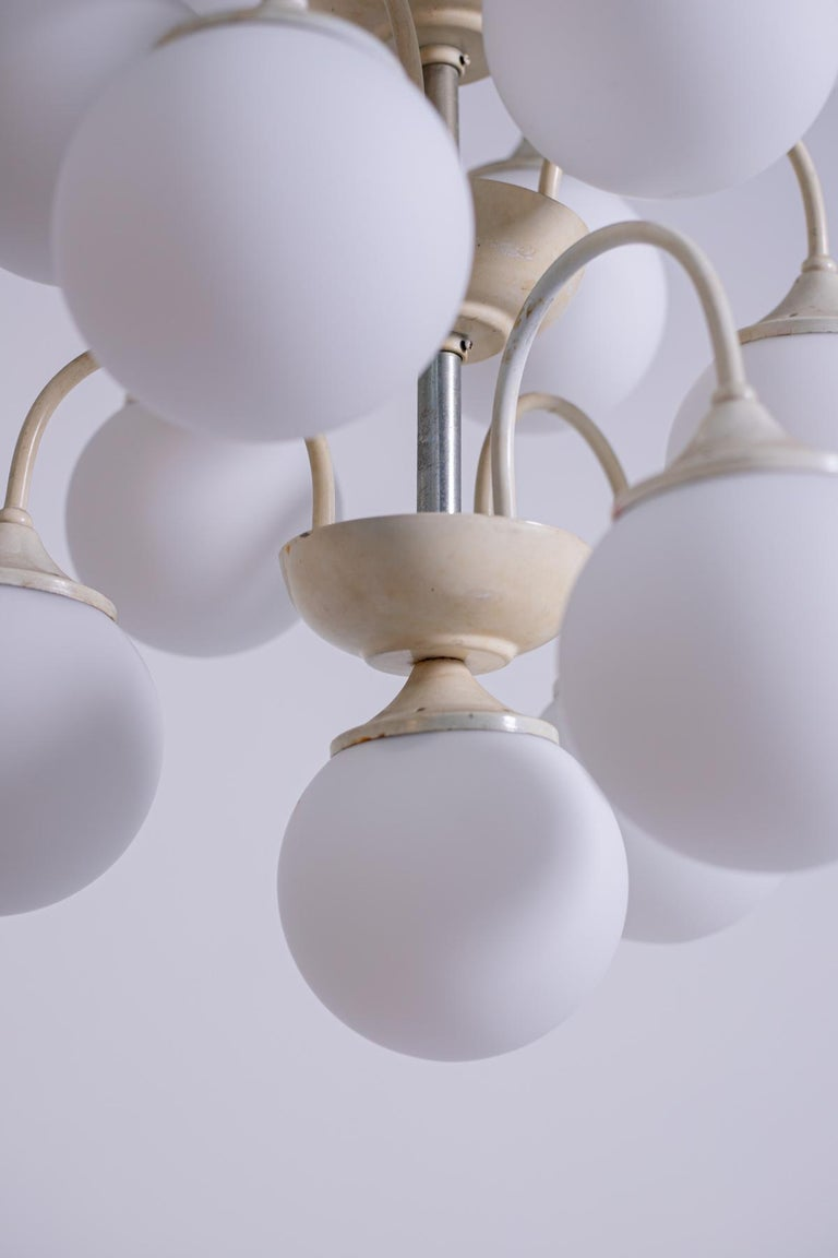 Stilnovo White Pendant Chandelier in Painted Brass with 18 Lights, 1950s For Sale 4