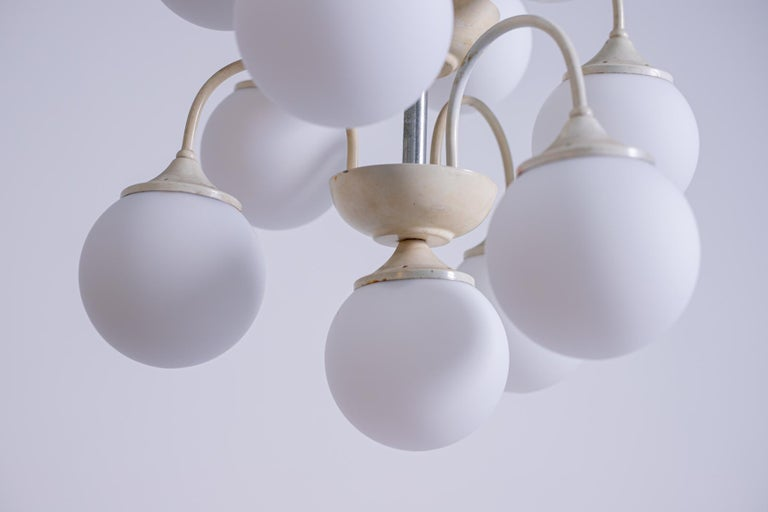 Stilnovo White Pendant Chandelier in Painted Brass with 18 Lights, 1950s For Sale 5