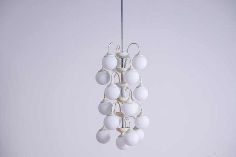 Stilnovo White Pendant Chandelier in Painted Brass with 18 Lights, 1950s For Sale 6