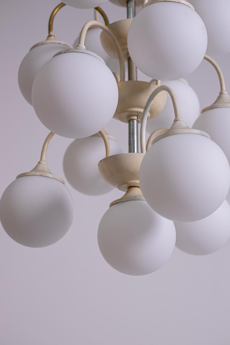 Stilnovo White Pendant Chandelier in Painted Brass with 18 Lights, 1950s For Sale 7