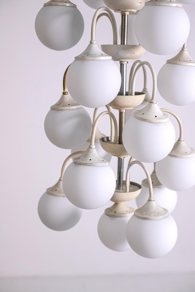 Stilnovo White Pendant Chandelier in Painted Brass with 18 Lights, 1950s For Sale 9