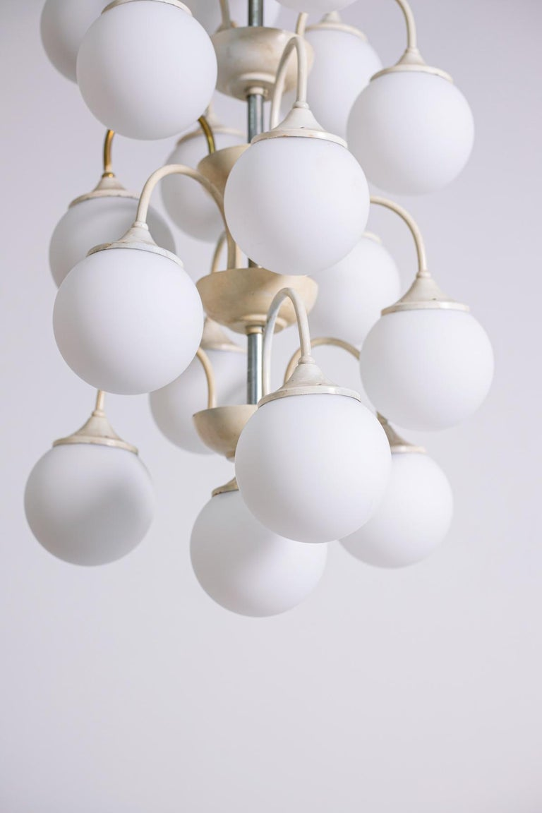 Stilnovo White Pendant Chandelier in Painted Brass with 18 Lights, 1950s For Sale 10