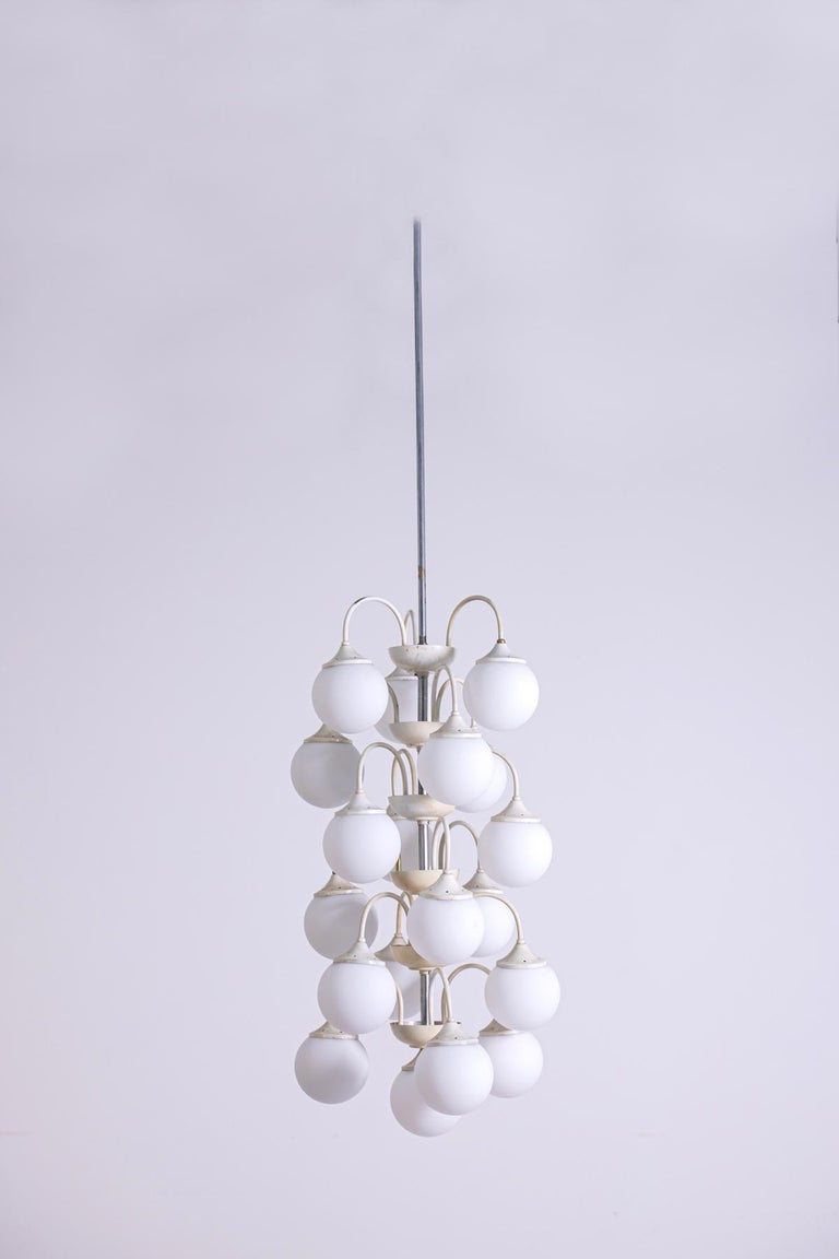 Mid-Century Modern Stilnovo White Pendant Chandelier in Painted Brass with 18 Lights, 1950s For Sale