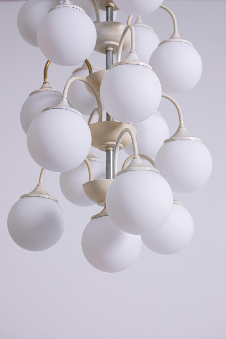 Italian Stilnovo White Pendant Chandelier in Painted Brass with 18 Lights, 1950s For Sale
