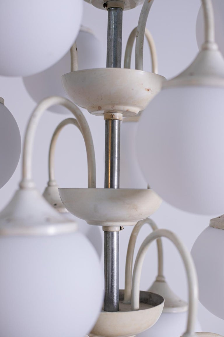 Stilnovo White Pendant Chandelier in Painted Brass with 18 Lights, 1950s For Sale 3