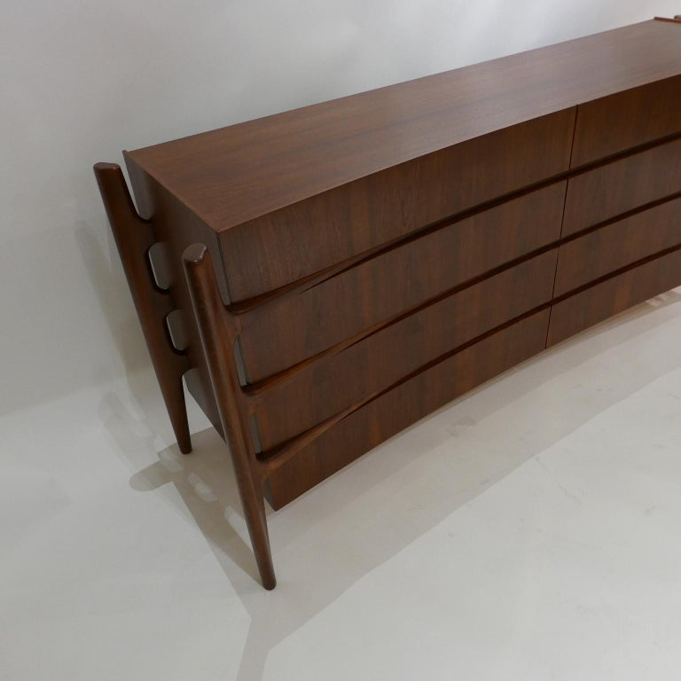 Stilted Curved Scandinavian Mid-Century Modern William Hinn Chest or Dresser For Sale 10