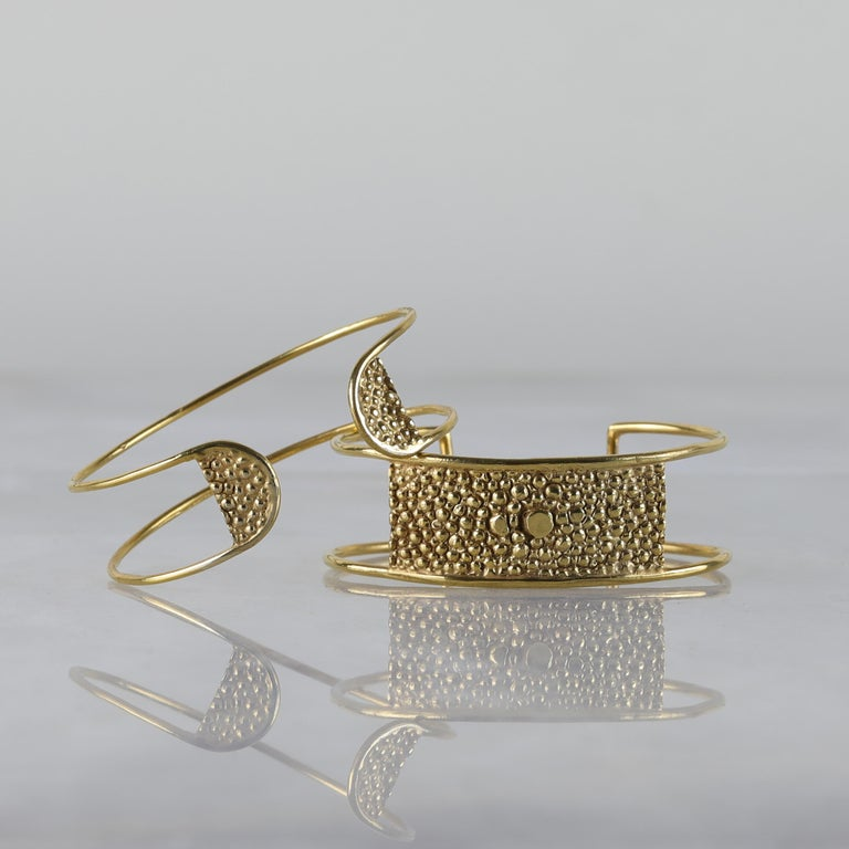 Lauren Newton Stingray Bar Cuff Bracelet in Textured Metal In New Condition For Sale In Brooklyn, NY