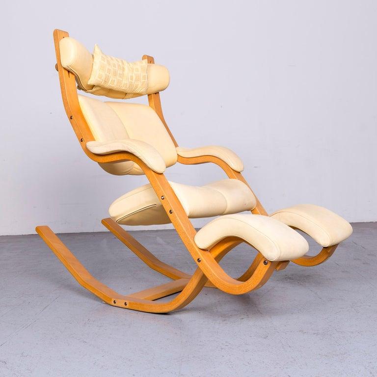 Stokke Gravity Balans Designer Leather Chair Rocking Chair Crème 5