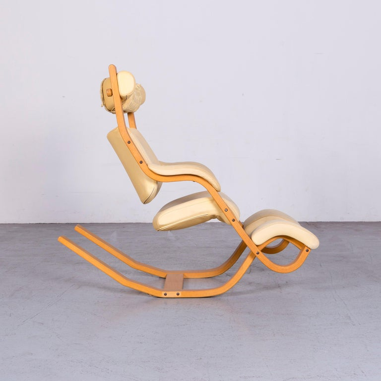Stokke Gravity Balans Designer Leather Chair Rocking Chair Crème 6