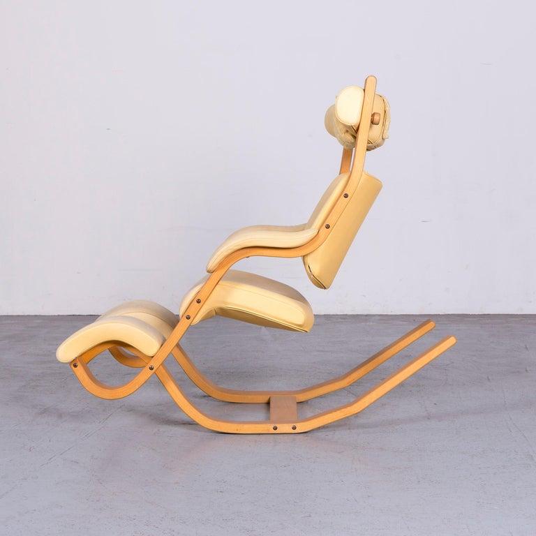 Stokke Gravity Balans Designer Leather Chair Rocking Chair Crème 8