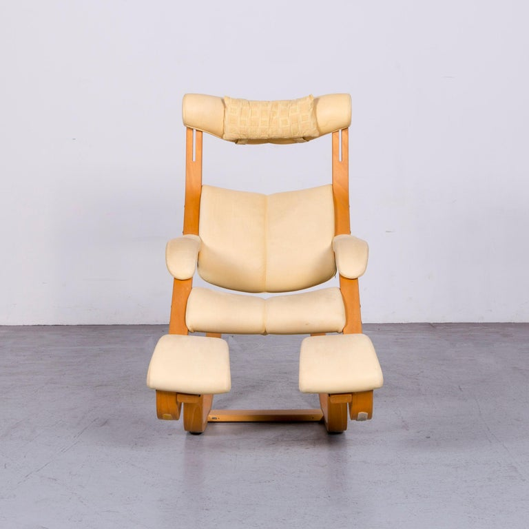 Stokke Gravity Balans Designer Leather Chair Rocking Chair Crème In Good Condition In Cologne, DE