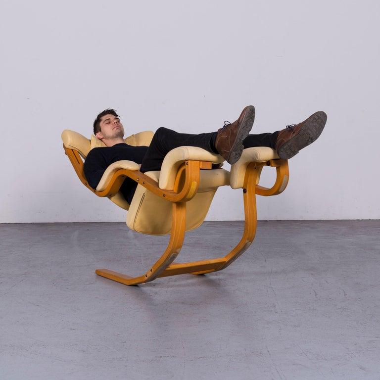 Stokke Gravity Balans Designer Leather Chair Rocking Chair Crème 1