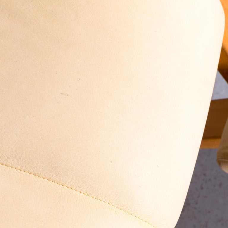 Stokke Gravity Balans Designer Leather Chair Rocking Chair Crème 4